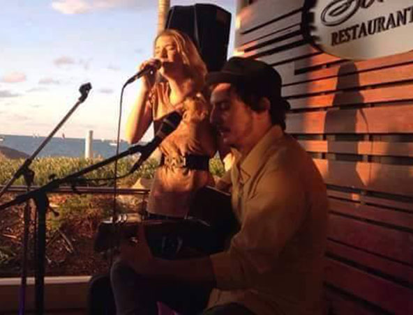 amelia and mitch photos gold coast acoustic duos hire singers musicians and entertainers. Black Bedroom Furniture Sets. Home Design Ideas